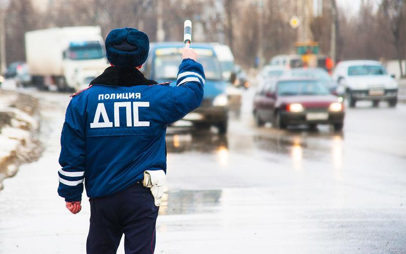 Сибиряк угнал свою машину со штрафстоянки. Полиция не смогла его наказать!