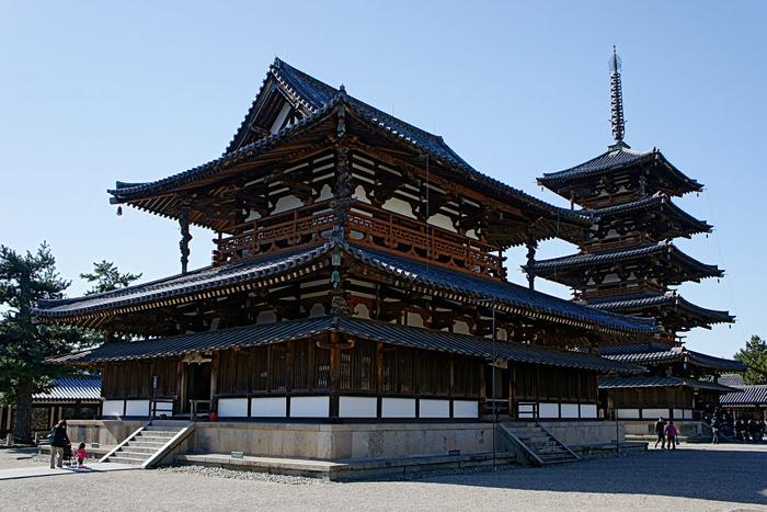 Где можно встетиться с душой японского принца и другие факты о старейших в мире деревянных постройках