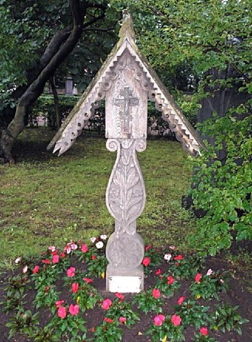 Могила художника Б.М. Кустодиева