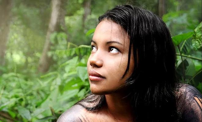 Люди в племени из джунглей меняют имена каждые 3 года и считают, что во время сна человек слабеет. Видео
