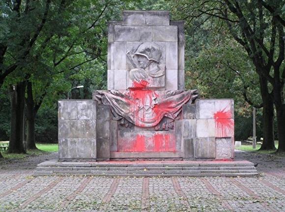 «Граждане России при необходимости соберут достаточную сумму для перевозки»:  Депутаты Госдумы предложили перевезти советские памятники из Польши в Россию