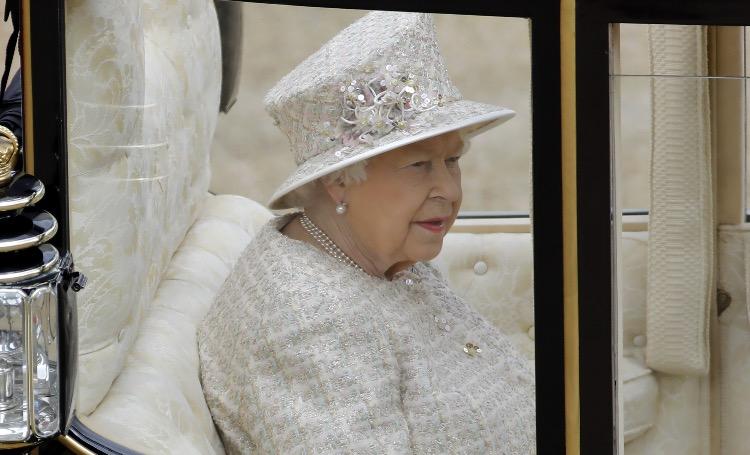 Торжественный парад в честь дня рождения Елизаветы II состоится, но нарушит все традиции