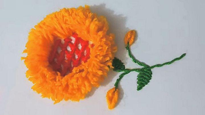 Берёте форму для выпечки и получаете роскошный объёмный цветок