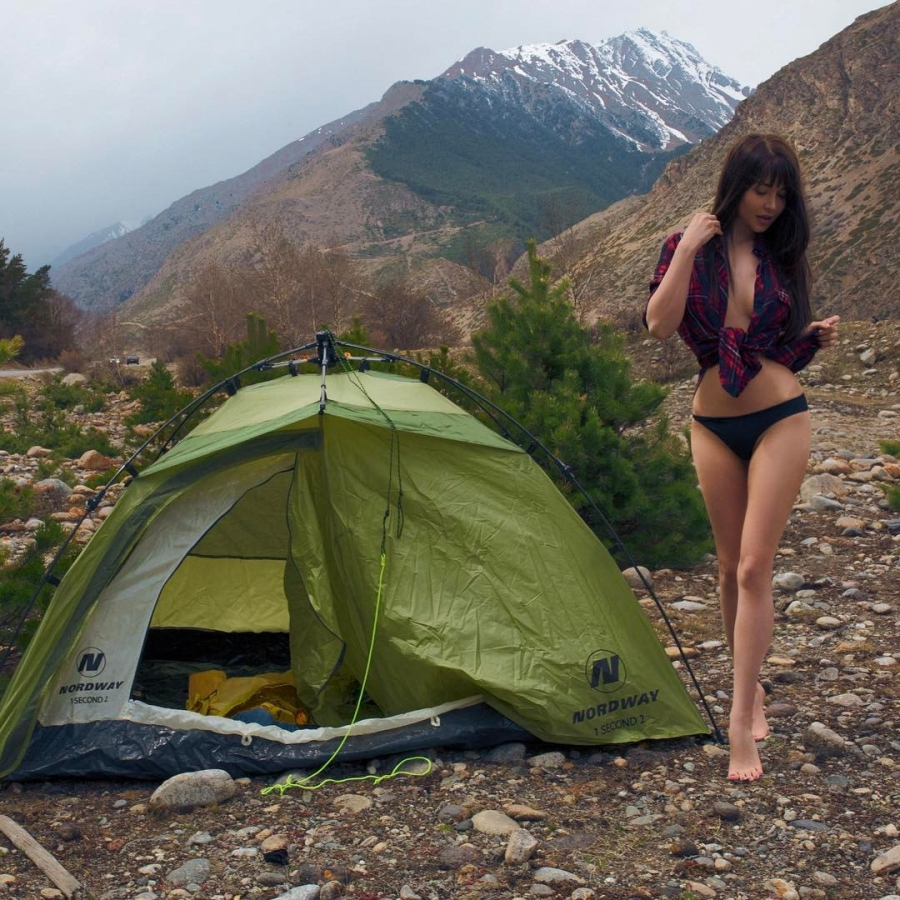фото девушек в палатке решил