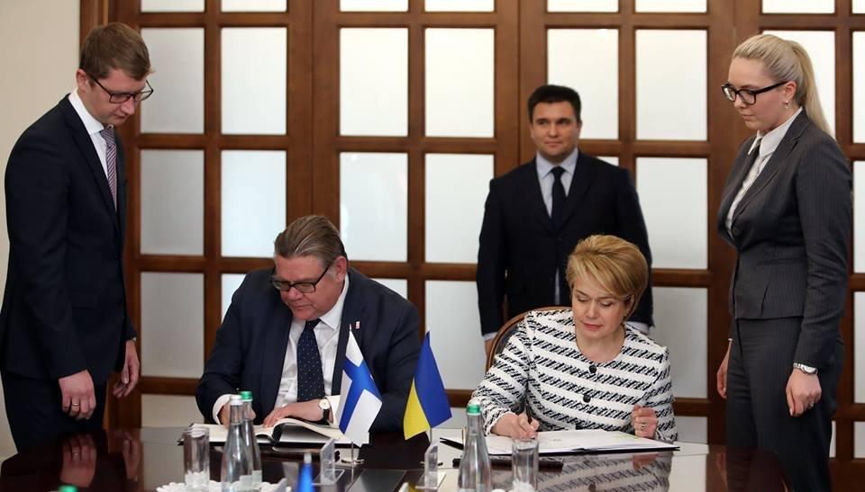 Финляндия за свой счет создаст «новую украинскую школу»