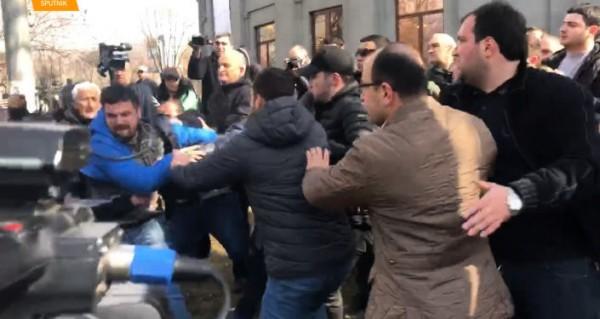 Армия против премьера, или «Место трупа — политический крематорий»