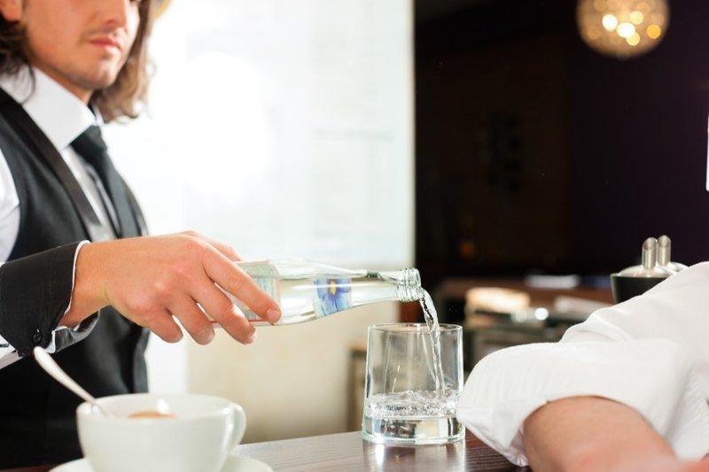 15. А еще - если ваш стакан с водой, который дали в начале трапезы, опустошился даже наполовину - его будут бесконечно наполнять. америка, американцы, в мире, подборка, привычки, разные страны, сша, традиции