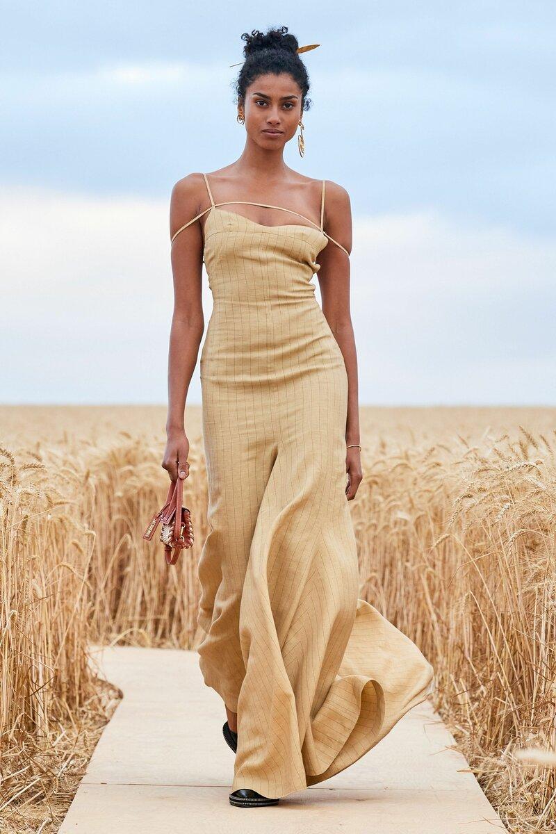 Выяснилось, какие платья будут в моде в 2021: рассказываем о стильных моделях