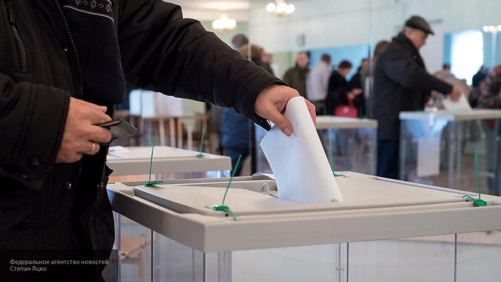 Ветераны войны и труда проголосовали на выборах президента РФ в Петербурге