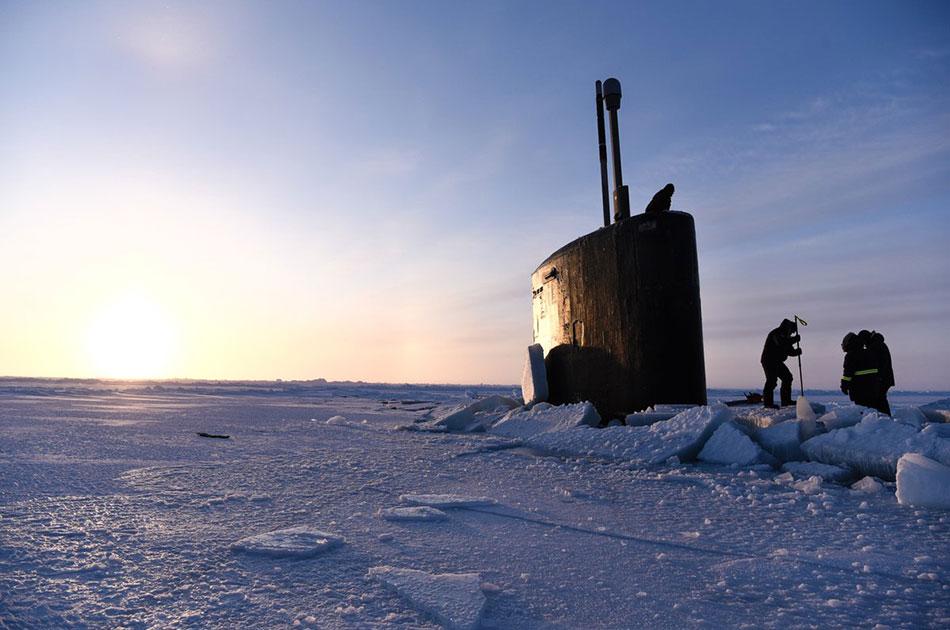 Американская субмарина вмерзла в лед