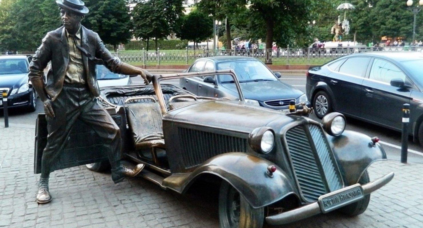 Памятники в России, посвященные автомобилестроению Автомобили