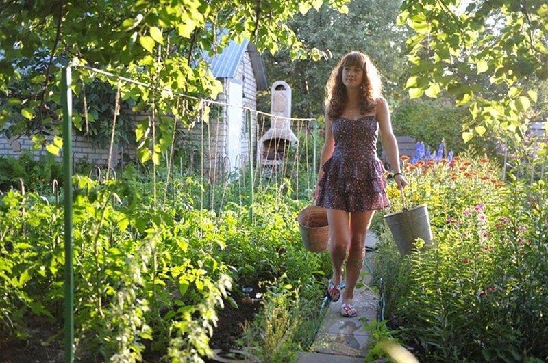 Так выглядит экотуризм с полным погружением дача, девушки, деревня, купальник, отпуск, прикол, сеновал, юмор