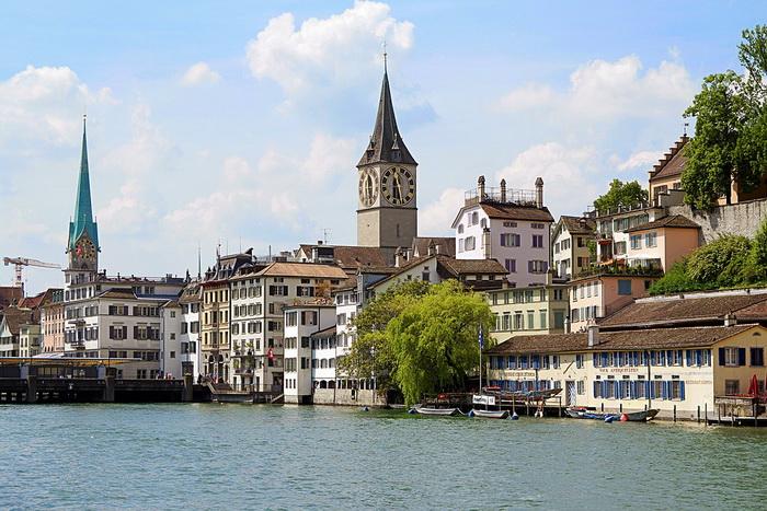 Цюрих, город, существовавший уже в эпоху Древнего Рима, наряду с Базелем, Женевой, Лозанной и Авентикумом (сейчас - Аванш)
