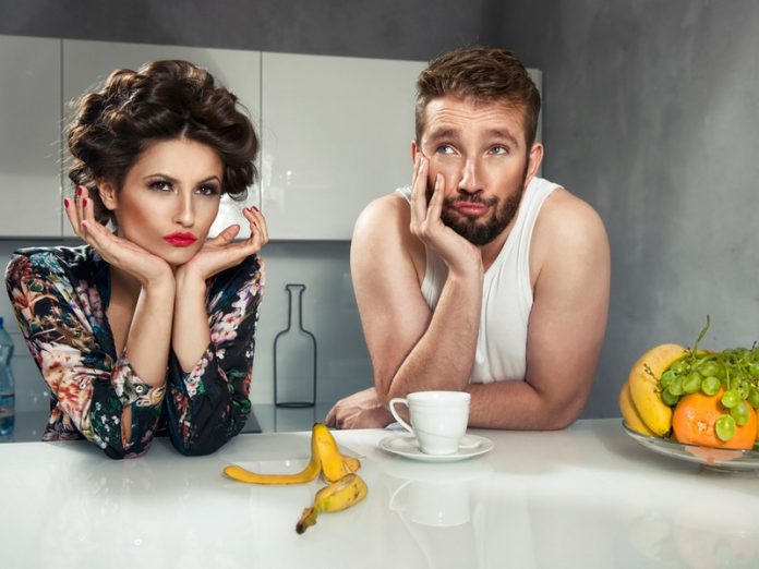 Жена жалуется мужу на повсед…