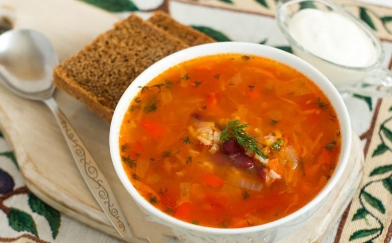 Аппетитный томатный суп с красной фасолью и рисом