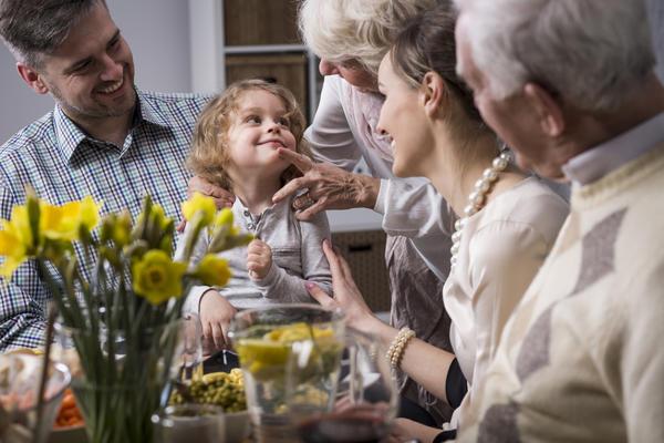 Ужин дома в кругу семьи