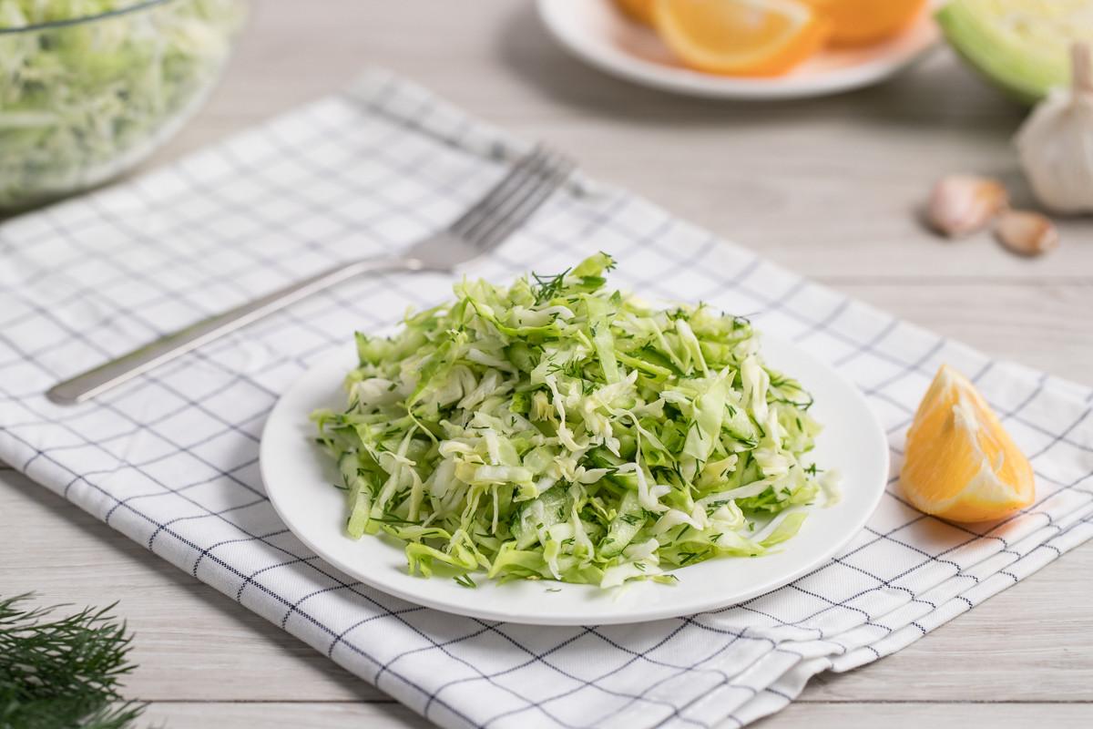 Вкуснейший салат из молодой капусты