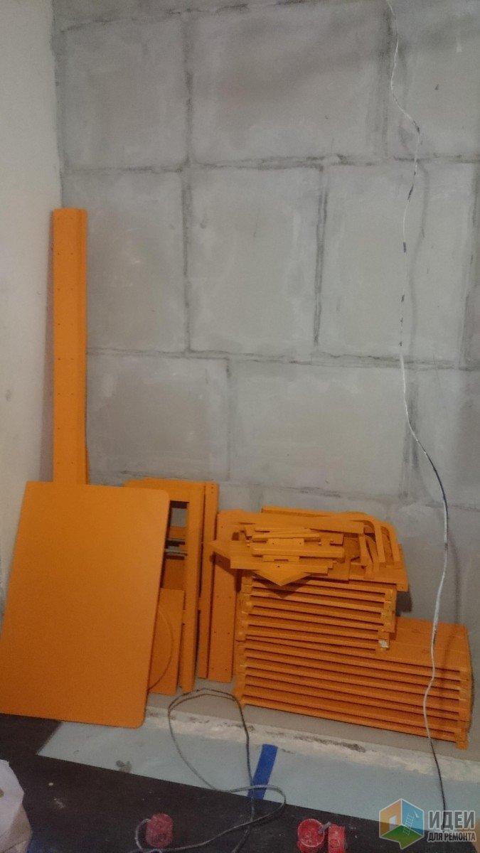 Оранжевенький :)