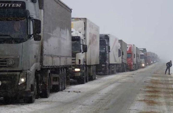 На трассе Москва-Киев 250 фур не могут из-за снега въехать на Украину