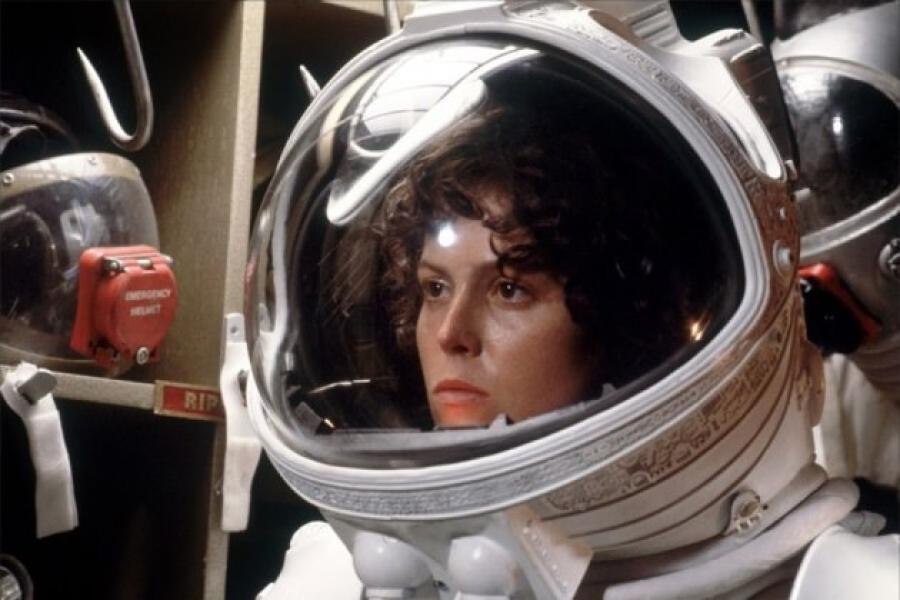 Молния! Стало известно, что на корабле Маска к МКС тайно летала женщина-астронавт (часть 3)