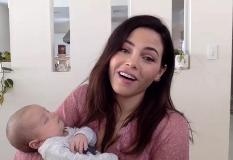 Дженна Дьюэнн провела интервью с двухмесячным младенцем на руках Звезды,Новости о звездах
