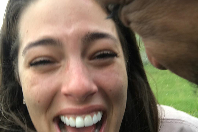 """Эшли Грэм поздравила мужа с десятой годовщиной брака: """"Люблю тебя больше, чем 10 лет назад"""" Звездные пары"""
