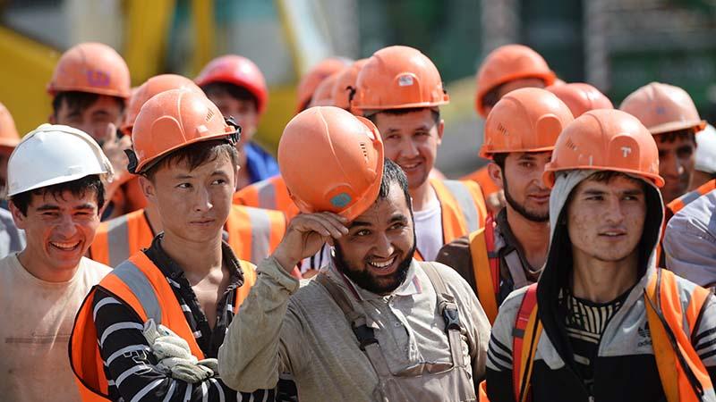 Выгодные работники: Мигранты обвинили столичные компании в невыплате 2 млрд рублей