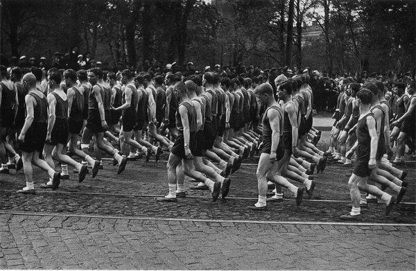 Почему деды были как на подбор, не как молодежь сейчас? В чем секрет спорта в СССР?