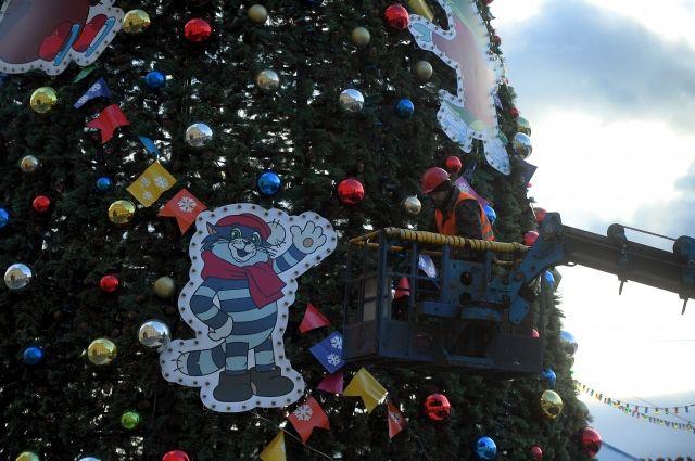 На Красной площади украсили новогоднюю елку