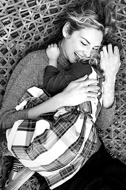 Джош Хартнетт и Тэмзин Эгертон стали родителями в третий раз Звездные дети