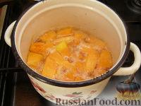 Фото приготовления рецепта: Сладкий тыквенный крем-суп с корицей - шаг №3