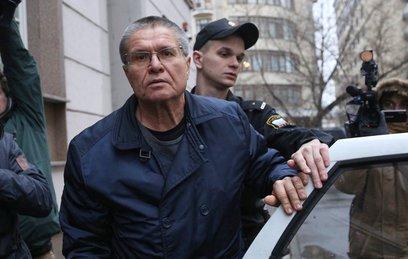 Улюкаева приговорили к 8 годам колонии и штрафу