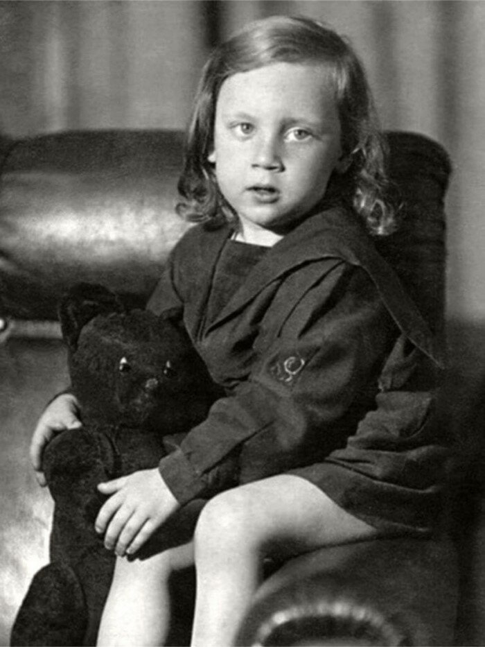 Совсем еще крохотный Володя носил длинные локоны и был похож на девочку Бард, Владимир Высоцкий, актер, знаменитости, интересно, певец, фото