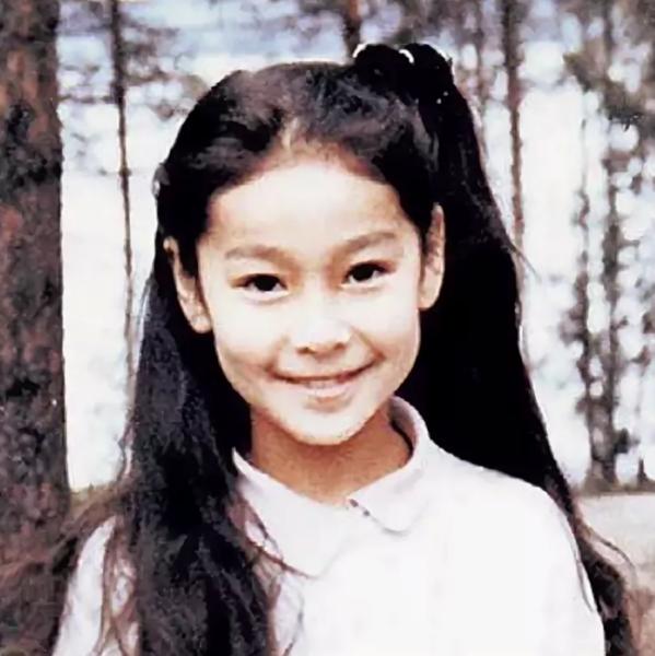Марина Ким: из дипломатии в журналистику, незарегистрированный брак с голливудским режиссером и двое детей