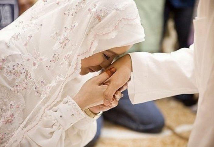 Этот мусульманин - не мужик: бедная русская девушка