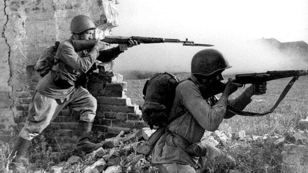 """Любое здание, овраг, рощица становились пунктом отчаянного сопротивления советских солдат. На подавление этих очагов сопротивления немцы были вынуждены """"раздергивать"""" резервы."""