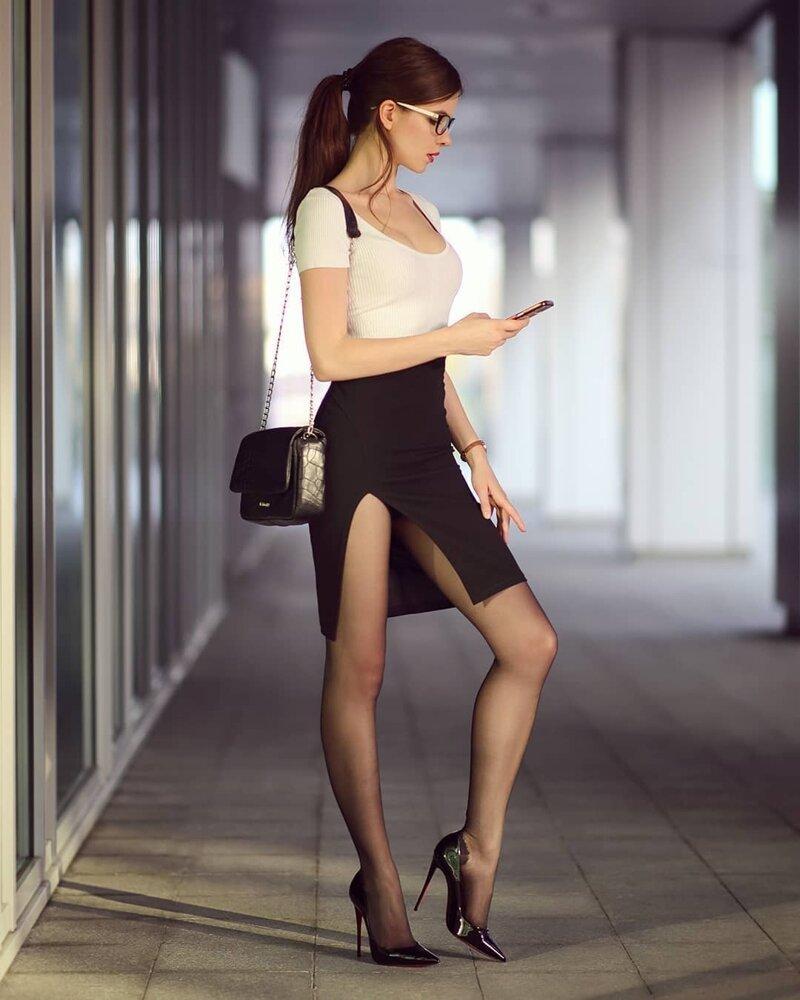 Вторая причина — глубокие вырезы жара, женщина, прикол, юбка, юмор
