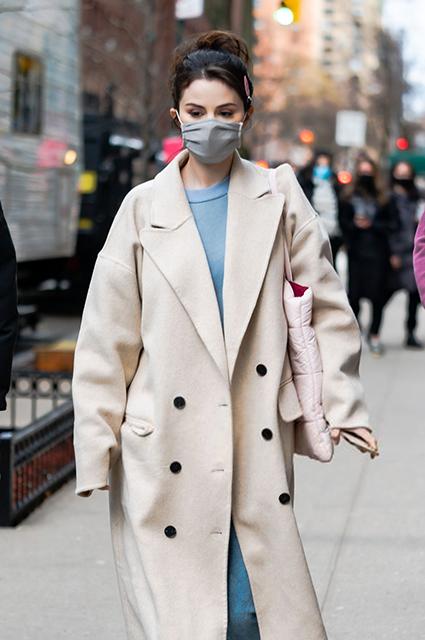 Уличный стиль знаменитости: Селена Гомес на съемках сериала в Нью-Йорке Звездный стиль
