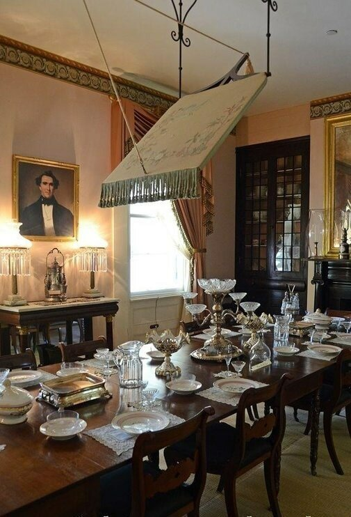 14. «Рассматривал дома 18 века. Что это за штука на потолке?» в мире, вещи, интересно, познавательно, удивительно, фото
