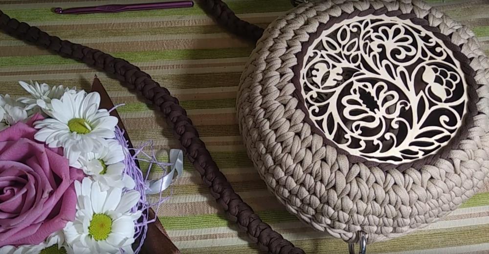 Мастер-класс по вязанию круглой сумочки из трикотажной пряжи со вставкой вязание,мастер-класс