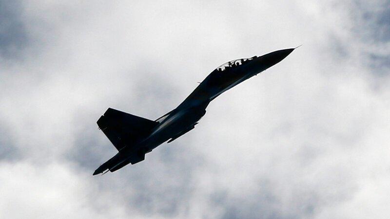 Видео: российский Су-27 жестко отогнал истребитель НАТО
