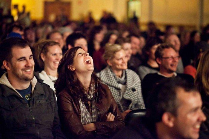 «Подсказка для идиотов»: Когда появился закадровый смех и почему его используют закадровый смех,интересное,кино,сериал,ситком