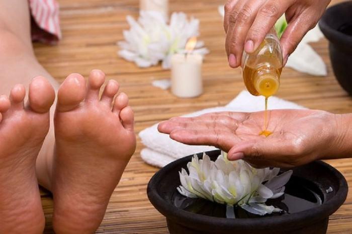 Лавандовое или другое ароматное масло для ног.  Фото: google.ru.