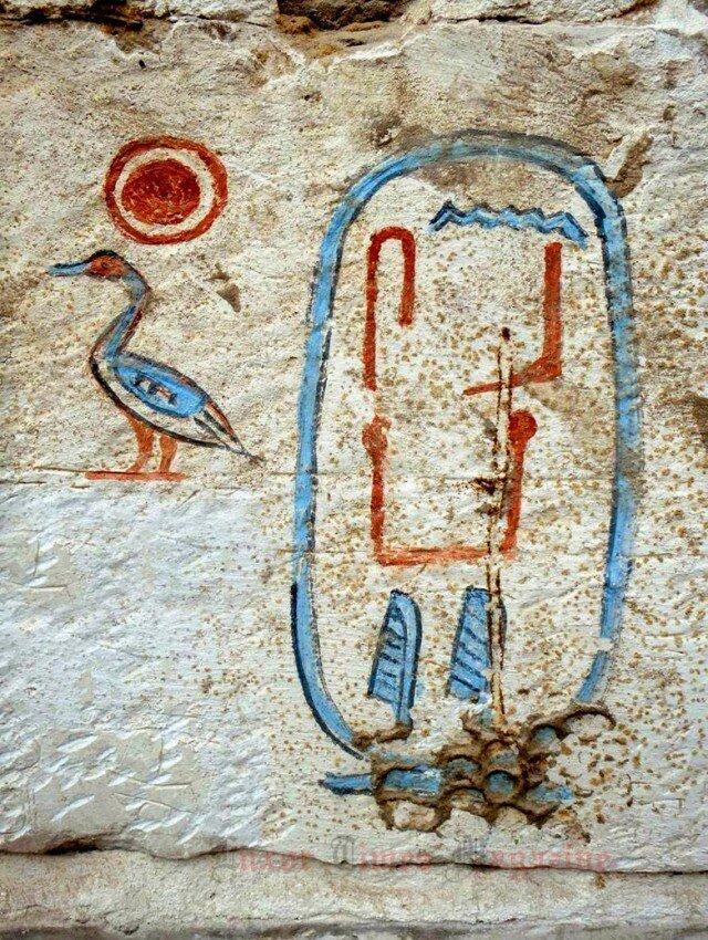 Надпись - cын Ра (слева) Сенебкей (имя в картуше справа) археология, древний египет, интересно, история, наука