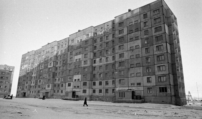 Почему в Норильске жилые дома строили без балконов и срезали там, где они уже были