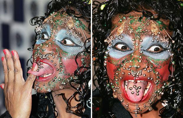 женщина с пирсингом на лице