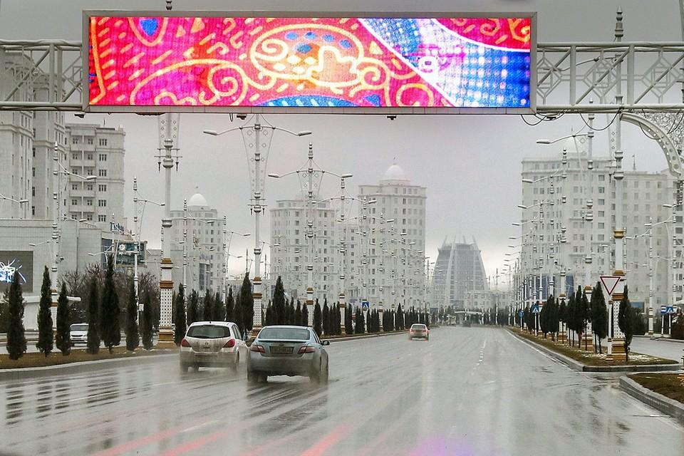 В Туркменистане заставляют перекрашивать автомобили в белый цвет