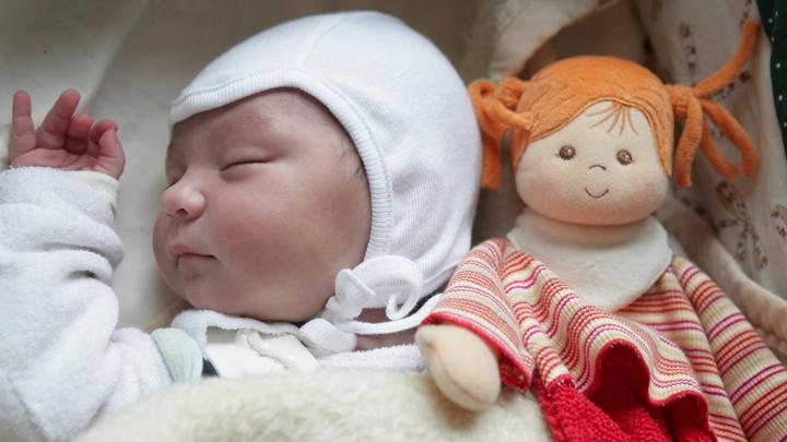 Хотела мальчика, а родилась девочка: Почему матери убивают своих детей россия