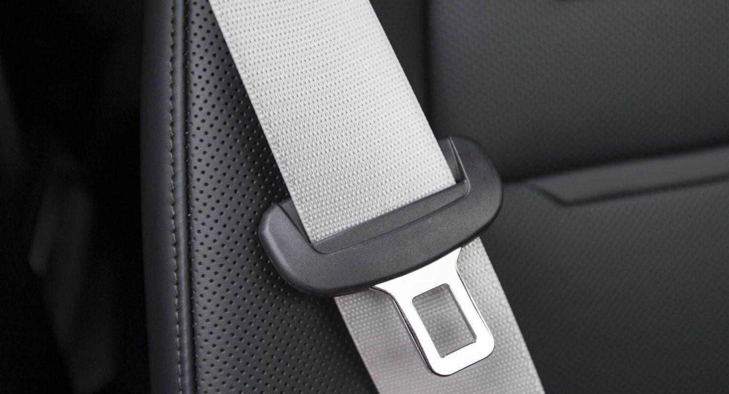 Tesla запатентовала систему, которая заставит водителей пристегиваться Автомобили