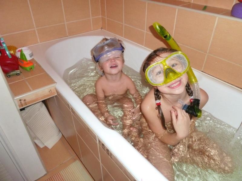 Дети могут купаться вместе или нет?